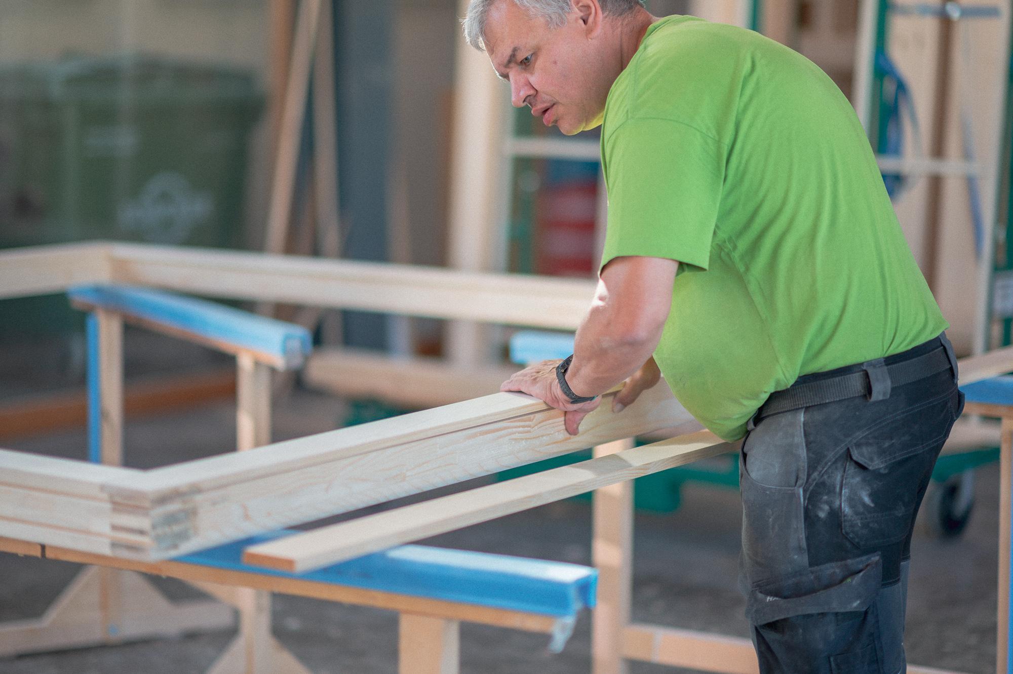 Mitarbeiter/in im Fensterbau